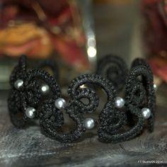 """Bracelet """"Etincelle"""" en frivolité coton et perles : Bracelet par happyfil"""