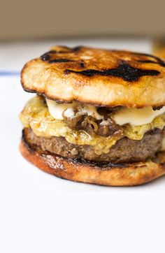 French Onion Burgers -- Grilled brisket-based burgers, Emmental cheese and Spanish onions on top of a Thomas' Original English Muffin and smothered with homemade Béchamel sauce. Burger Recipes, Meat Recipes, Cooking Recipes, Muffin Recipes, I Love Food, Good Food, Yummy Food, Tasty, Grilled Brisket