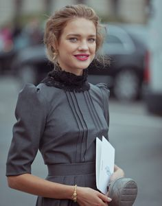 pretty gray & black- Natalia Vodianova CHANEL, Fashion Week Paris S/S 12 Share and enjoy! Natalia Vodianova, Chanel Fashion, Fashion Beauty, Womens Fashion, Looks Style, Style Me, Mode Chanel, Magazine Mode, Fashion Week