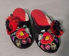 Szegedi papucs/hungaricum Folk Clothing, Heart Of Europe, Traditional Dresses, Baby Shoes, Slippers, Costumes, Embroidery, Pattern, Pictures