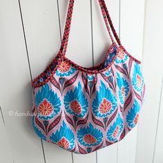 Reversible Mini Beach Bag – Tutorial für eine kleine Strandtasche. Stoffe: Happy 2016 via Hilco