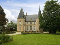 100 acres, 6000 sqft+ Reached via a beautiful tree lined drive and an impressive gatehouse - set in an attractive park leading to a forest. Property France, French Property, Property For Sale, Cottage House Plans, Cottage Homes, Round Tower, Beau Site, Global Real Estate, French Castles