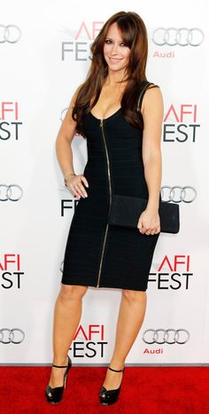 Top Celebrities, Beautiful Celebrities, Jennifer Love Hewitt Body, Jeniffer Love, Sexy Dresses, Short Dresses, Glamour, Sexy Curves, Cool Outfits