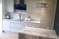 An Innova Luca Gloss Dove Grey Handleless Kitchen. Wall Cupboards, Dark Kitchen Cabinets, Cheap Kitchen Units, New Kitchen, Kitchen Ideas, Grey Diy Kitchens, Kitchens Uk, Grey Gloss Kitchen, Kitchen Diner Extension