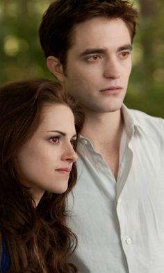 Twilight: Breaking Dawn – Part 2 - Bella Swan & Edward Cullen (Kristen Stewart and Robert Pattinson)