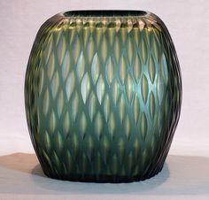 Vase Guaxs Kashi. Guaxs Vasen werden in einer kleinen Glasmanufaktur von Hand hergestellt. Jedes Stück ist ein Unikat.