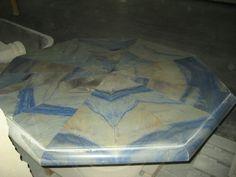 Tisch aus Marmor Azul Macaubas Quarzit - http://www.achillegrassi.com/de/project/tavolo-ottagonale-in-marmo-azul-macauba-lucido-con-base-sagomata/ - Außergewöhnlicher achteckiger Tisch in Marmor Azul Macauba, poliert mit geformter Basis Maße:  150cm x 150cm x 72cm Azul Macaubas ein Stein, der sicherlich keine Erklärung braucht: seine einzigartigen Eigenschaften, in Bezug auf Farbe und Morphologie, haben ihn zu einem der bekanntesten und edelsten Quarzit in der Welt gemach