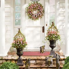 Tuscan design – Mediterranean Home Decor Home Porch, House With Porch, Design Toscano, Front Porch Makeover, Diy Spring Wreath, Tulip Wreath, Mediterranean Home Decor, Pink Tulips, Front Door Decor
