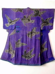 Kabuki Costume – Quarreling Crows. This is a late Edo period (1860s) Kabuki costume made of Chirimen (silk crepe) and depicting Crows fighting amongst themselves in mid flight, using the Rozome (wax resist dyeing) technique. Crows are also messengers of the Shinto gods and as such are thought to have supernatural powers.