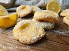 I biscotti al limone cremosi, sono dei deliziosi e morbidissimi bocconcini ricoperti di zucchero e ripieni di tanta golosa crema al limone