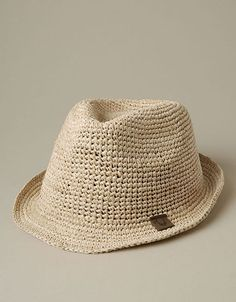 The Womens Raffia Fedora is the perfect stylish accessory for summer festivals and poolside parties. A classic Fedora silhouette is made from straw. Pork Pie Hat, Blue Ombre, Summer Hats, Jeans Brands, Jean Outfits, Hats For Men, Summer Looks, Cowboy Hats, Denim Jeans