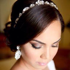 """B E A U T Y || Gorgeous HelenaNoelle bride, Valerie, in custom earrings and headpiece...xoxo"""