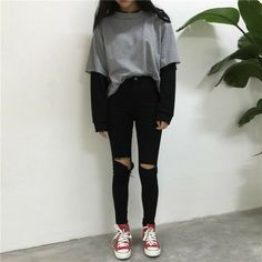 Pullover finto in due pezzi - Source by outfits grunge Hipster Outfits, Edgy Outfits, Mode Outfits, Grunge Outfits, Grunge Fashion, Pretty Outfits, Girl Outfits, Fashion Outfits, Fashion Fashion