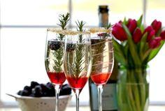 Cocktail με σαμπάνια και blackberries Το πιο elegant ποτό για το ρεβεγιόν!