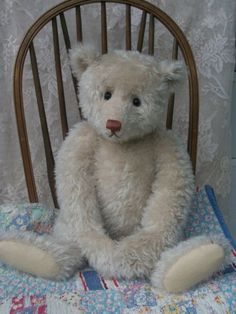 "Antique Style Artist Teddy by Craig Bottiger 24"" Mohair in off  White. Has such a lovely look ! Photo via ebay"