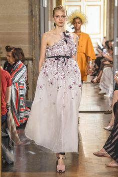 Spring - Summer 2020 - Giambattista Valli | Haute Couture Fashion Gallery, Giambattista Valli, Ready To Wear, One Shoulder, Spring Summer, My Style, How To Wear, Inspiration, Collection