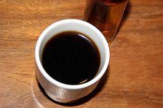 selbstgemachter Nuss-Sirup (hier im Espresso)