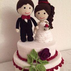 Torte mit Brautpaar gehäkelt