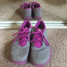 Women's Nike Free Run 4.0 V2 Still in great shape, barely worn. Nike Shoes Athletic Shoes