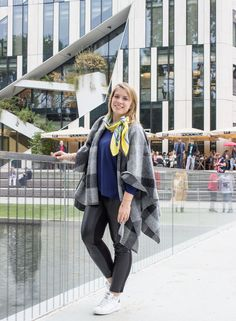 Fall Outfit with checked Poncho by S.Oliver, Leather Pants and Adidas Stan Smith Sneaker