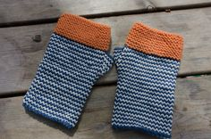 Striped hand knit fingerless mitts by BooandtheMoon on Etsy