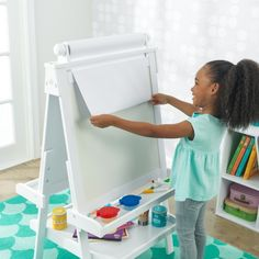 The Kidkraft Deluxe Wooden Easel - White has a double-sided design which features a dry-erase surface on one side and a chalkboard on the other. School Furniture, Art Furniture, Furniture Making, Artist Supplies, Craft Supplies, Stationary Organization, Wooden Easel, Board Games For Kids, Painted Cups
