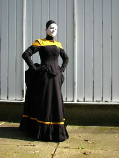 I would love this in blue like Counselor Troi