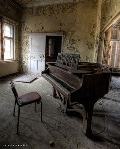 1000+ images about Old pianos on Pinterest | Piano, Old pianos and ...