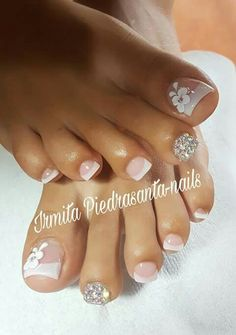 Uñas pie Pretty Toe Nails, Cute Toe Nails, Gorgeous Nails, Pedicure Designs, Pedicure Nail Art, Toe Nail Designs, French Tip Pedicure, Toe Nail Color, Toe Nail Art