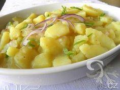 Zachutnal vám na vánočních trzích v Německu bramborový salát? Vyzkoušejte si domácí přípravu podle tohoto receptu. Skvělá příloha k opečeným klobásám a smaženým řízkům.