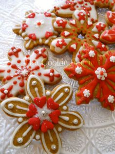 Rhapsody in Red ~ Glazed Gingerbread Snowflake Cookies by Robin Traversy {The Cookie Faerie}.