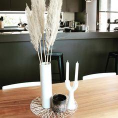 """Sandra on Instagram: """"▫️ Pampas▫️ . Encore quelques pampas en décoration . Ici elles sont plus petites et vont très bien sur une table. . Pour palier à ma Pampas…"""" Decoration, Candles, Table, Instagram, Home, Landing, Decor, Ad Home, Candy"""