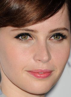 The angled edge of Felicity Jones' cat eye. http://beautyeditor.ca/2015/02/03/felicity-jones-cat-eyes