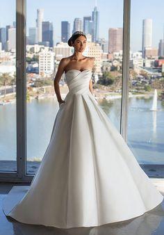 Most Beautiful Wedding Dresses, Classic Wedding Dress, Wedding Bridesmaid Dresses, Beautiful Gowns, Bridal Dresses, Wedding Gowns, Hollywood Glamour, Pronovias Wedding Dress, Mermaid Dresses
