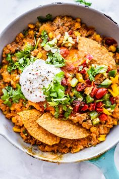 This Mexican quinoa skillet is a vegetarian, gluten free one pan recipe that utilizes leftovers! Makes a quick dinner or appetizer for football season. Gluten Free Grains, Gluten Free Recipes, Vegetarian Recipes, One Pan Mexican Quinoa, Quinoa Bars, Vegan Cheese Sauce, Complete Protein, Good Food, Yummy Food