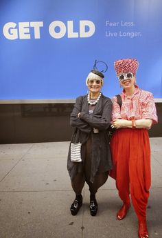 Idiosyncratic Fashionistas: Love their sense of playfulness. And those red pants? Yum!