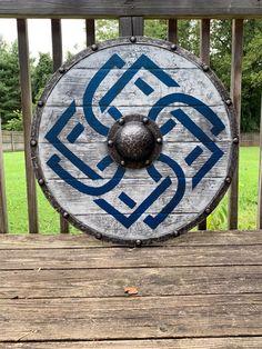 The Last Kingdom Authentic Battleworn Viking Ship Shield Viking Clothing, Viking Jewelry, Ancient Jewelry, Vikings, Viking Runes, Viking Age, Viking Shield Design, Dragons, The Last Kingdom