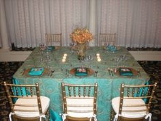 Teal and Gold, gorgeous wedding decor!