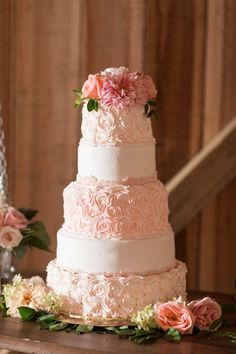 Wedding cake idea; Featured photographer: Katelyn James, Jillian Michelle Photography, Hannah Teague Photography