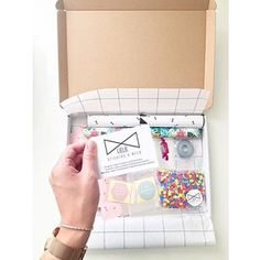 • HAPPY CUSTOMERS • Alles verkrijgbaar in onze shop😍! #lieliestickersenmeer #giftwrapping #happycustomers #bestelling #stickers #zakjes #lintjes #inpakpapier #confetti #fijnezondag