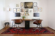 Best Two Person Desk Design Ideas for Your Home Office Workspace – Home Office Design Vintage Home Office Space, Office Workspace, Home Office Furniture, Home Office Decor, Home Decor, Office Ideas, Workspace Design, Office Setup, Office Lighting