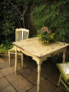 perfect little table for garden area or in the garden shed/cottage.