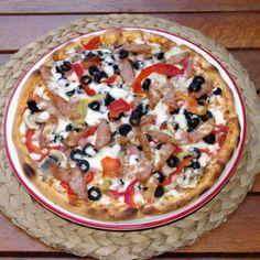 Pizza adevarata de la Pizzeria La Donna. Comanzi pizza online sau telefonic. Livrare rapida in Bucuresti, preturi foarte mici. Zeci de sortimente de pizza excelenta. Livrare pizza in Sector 2 si Sector 3 Gratuit, in restul zonelor se percepe o taxa de 6 lei pentru livrare. Online Pizza, Vegetable Pizza, 3, Vegetables, Food, Essen, Vegetable Recipes, Meals, Yemek