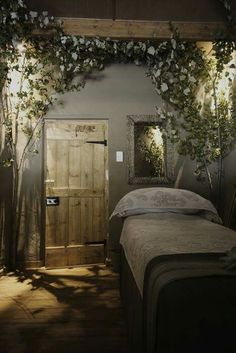 Salon and spa decor ideas rain forest day spa looks like an awesome bedroom to me . salon and spa decor ideas spa room Massage Room Decor, Massage Therapy Rooms, Spa Room Decor, Day Spa Decor, Massage Table, Wall Decor, Spa Massage, Wall Mural, Enchanted Forest Bedroom