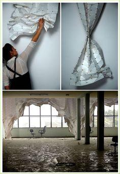 Conçu par Kathy Ludwig et Florian Kraütli, ce rideau est pourvu de petits aimants permettant de le plier sur lui même. L'esthétique rejoint la fonction et offre une séparation de l'espace souple et graphique. Si simple et si efficace!