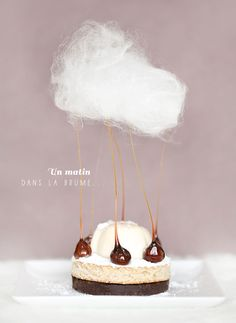 'A morning in the mist': crispy choco gavottes, dacquoise hazelnuts and maple syrup, panna cotta with Java pepper and cotton candy - Desserts Fancy Desserts, Just Desserts, Dessert Recipes, Gourmet Desserts, Cookie Recipes, Food Design, Elegante Desserts, Culinary Arts, Mini Cakes