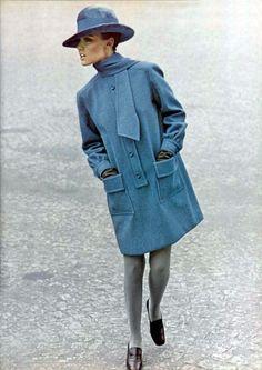 La robe manteau Christian Dior 1967 L'officiel magazine