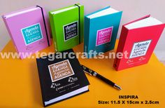 Inspira Notebook (Notebook / Blocknote) Size: 11.5 X 15cm height 2.5cm Color: Red, blue, green, violet and black Doff, elegant and feminine, ideal for souvenir or gift to attend fashion show, inauguration, and other women-themed event.