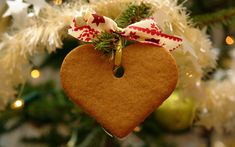Stir up a some Christmas spirit this holiday season with Favorite Christmas Recipes. As the ultimate authority on edible Christmas cheer, this page features collections designed to help you create every dish, snack and meal for your holiday. Christmas Hearts, Christmas Quotes, Christmas Images, Christmas Candy, Homemade Christmas, Simple Christmas, Beautiful Christmas, Christmas Tree Decorations, Christmas Tree Ornaments
