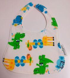 Babero Dinos. Visita nuestra tienda online para ver más baberos molones: http://dulcegateo.esy.es